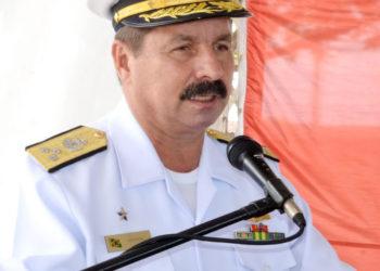 Comandante do 4º DN - Vice almirante Newton de Almeida Costa Neto