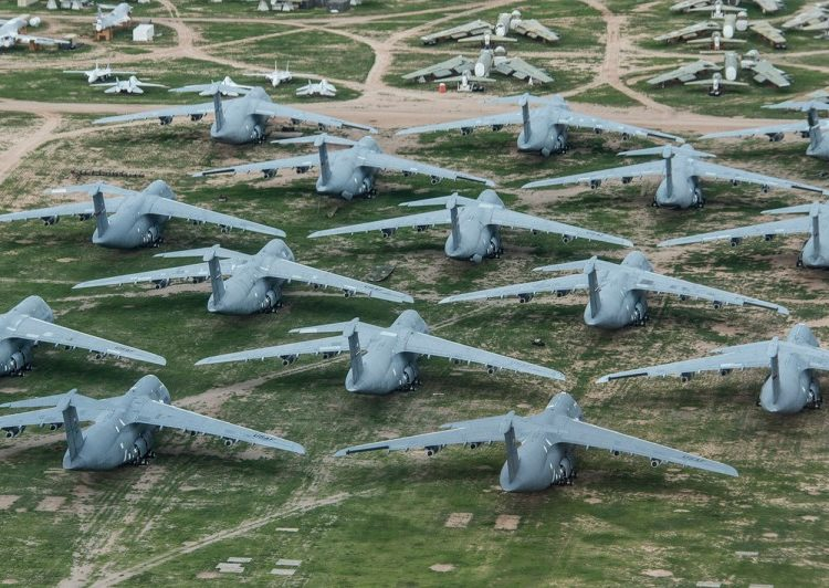 Aeronaves C-5 galaxy estocadas em Davis-Monthan Air Force Base - AMARG