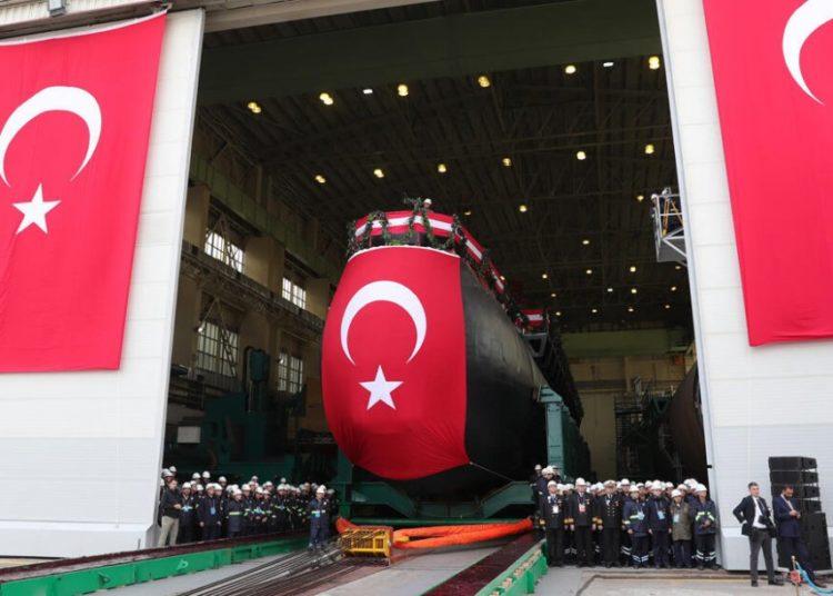 Submarino turco tipo 214 durante a cerimônia de lançamento  (fonte da imagem: Hurriyet daily news)