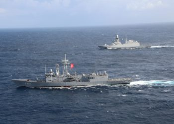 Fragatas da Turquia e da Italia realizando a PASSEX no Mediterrâneo Foto T.C. Millî Savunma Bakanlığı