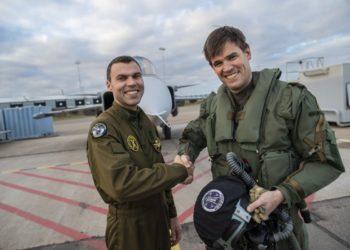 O Capitão Filip Arildsson e Marcus Wandt, piloto de testes da Saab. Foto: Per Kustvik/Saab