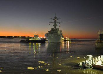 USS Fitzgerald (DDG 62) saindo para testes de mar
