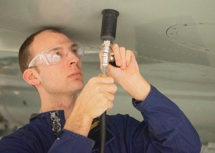 Sargento Patrick Leach, mecanico do da RAF  Mildenhall. Foto Joseph Barron