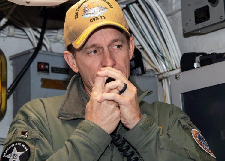 O comandante do USS Theodore Roosevelt, capitão Brett Crozier - Foto Alexander Willians