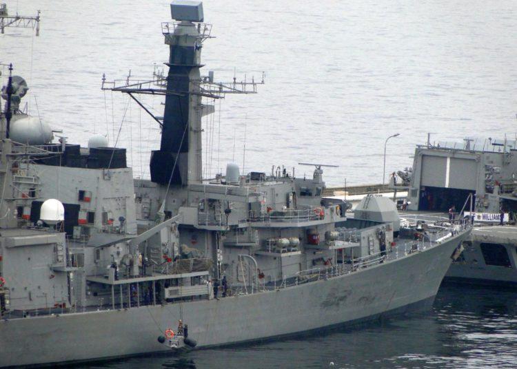Fragata Type 23 chilena equipada com o radar Hensoldt TRS 4D (banda C)