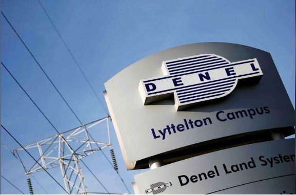 O logotipo da empresa Denel é visto na entrada de suas divisões de negócios em Pretória, África do Sul. Foto Siphiwe Sibeko