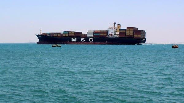 Um navio mercante navegando no Golfo de Aden