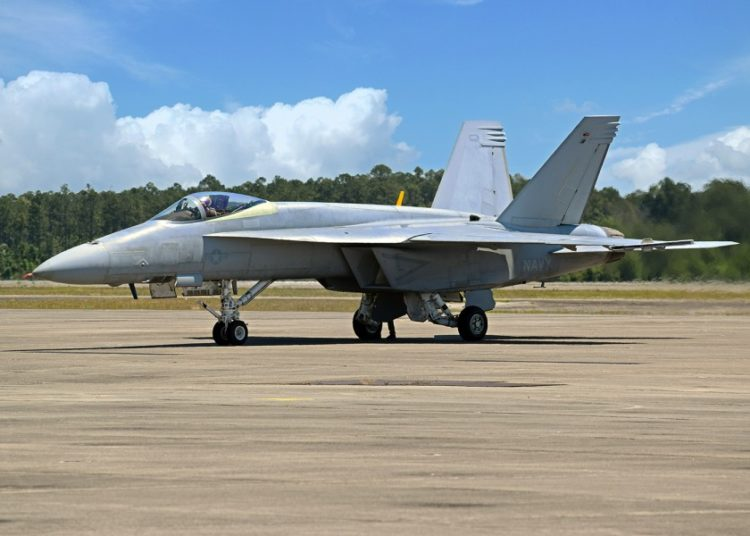 O primeiro Super Hornet F / A-18 da equipe de demonstração Blue Angels da Marinha foi entregue para testes e avaliação, em 3 de junho de 2020. Foto Boeing