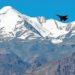 Caça indiano sobrevoa uma cordilheira perto de Leh, capital do território da União de Ladakh, na segunda-feira. AFP