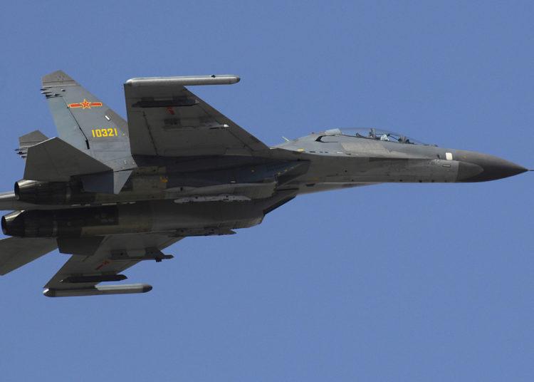 Caça chinês J-11 (Su-27 ) Foto sgt. D. Myles Cullen