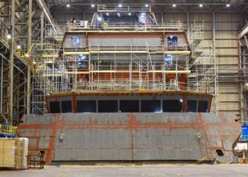Embora ainda não seja reconhecível como um navio de guerra, o tamanho da fragata de 8.000 toneladas pode começar a ser apreciado a partir desta imagem. Foto: BAE Systems