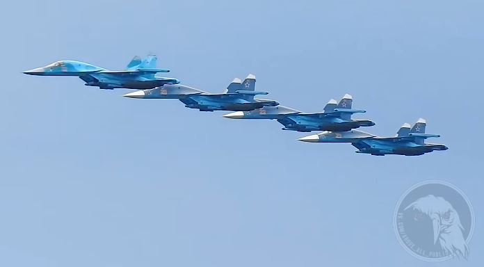 Caças russos Su-34 em formação