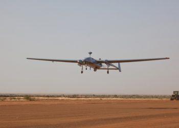 Erster operationeller Flug des Aufklärungssystems Heron 1 des deutschen Einsatzkontingents MINUSMA in Gao/Mali, am 01.11.2016.
