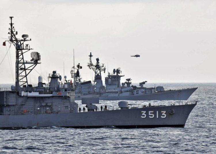 Os navios JS KASHIMA (3508) e JS SHIMAYUKI (3513), Esquadrão de Treinamento da JMSDF, realizaram um exercício com o INS RANA e o INS KULISH, Marinha da Índia no Oceano Índico.