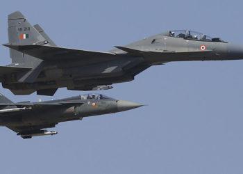 Caças indianos Su-30MKI e Tejas