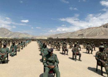 Soldados indianos aguardam visita do premiê da Índia na região de Ladakh 03/07/2020 ANI/ via REUTERS TV
