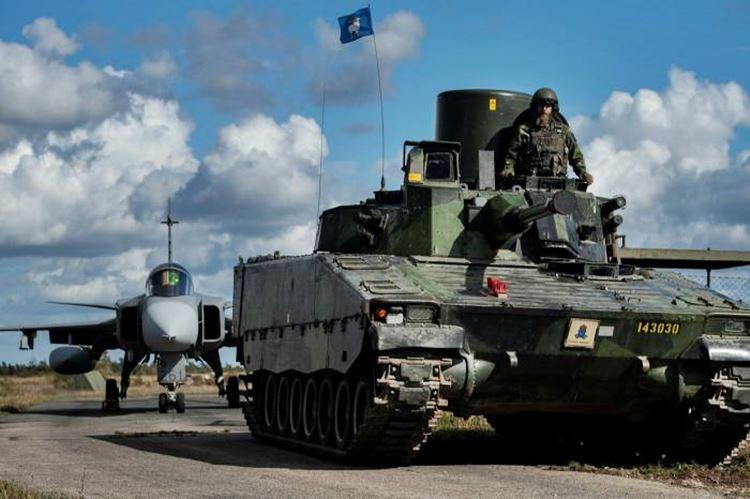 O equipamento militar sueco foi exibido como parte dos exercícios de preparação © AP