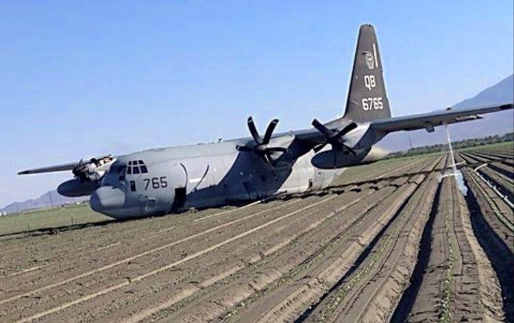 Aeronave KC-130 após pouso de emergência