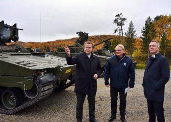 A partir da esquerda, Antti Kaikkonen, Peter Hultqvist e Frank Bakke-Jensen. Foto: Atle Staalesen