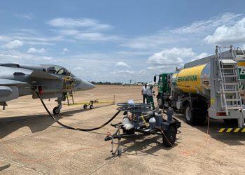 Gripen E sendo abastecido com JET PLUS (querosene aditivado) da BR Aviation