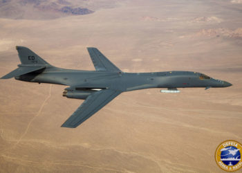B-1B Lancer com míssil Hipersônico - Foto Ethan Wagner