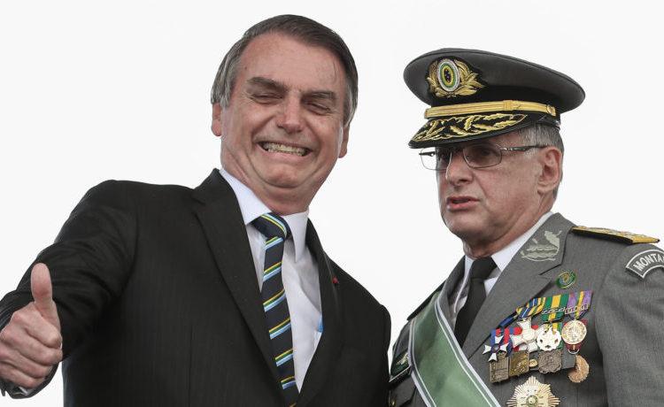 Presidente Jair Bolsonaro com o Comandante do Exército, General Pujol