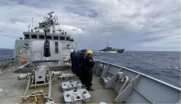 """Exercício """"Passex"""" proporcionou troca de experiências com o navio holandês e contribuiu para o adestramento das tripulações dos Navios-Patrulha"""