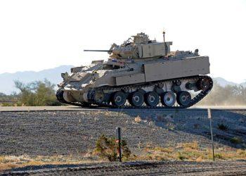 O Exército testa equipamentos avançados para uso potencial no futuro Veículo de Combate Opcionalmente Tripulado no Campo de Provas de Yuma do Exército dos EUA, Arizona. Foto Mark Schauer / US Army