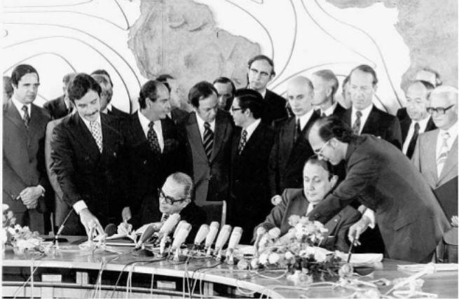 Nuclear: Assinatura do acordo de cooperação nuclear em 1975