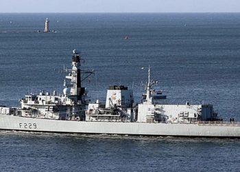 O veterano HMS Lancaster no caminho para reunir-se à frota operacional, saindo de Plymouth enquanto conduzia o treinamento operacional do mar após completar sua reforma LIFEX (Foto: Kevin Kelway, setembro de 2020)