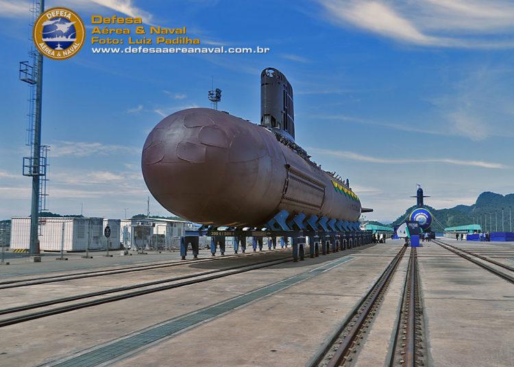 S-BR3, submarino Tonelero e o S-BR2, submarino Humaitá antes do início da cerimônia no Complexo Naval de Itaguaí-RJ
