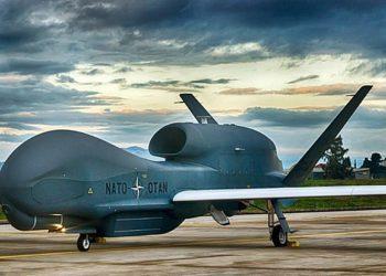 Uma aeronave da OTAN AGS RQ-4D pilotada remotamente na Naval Air Station Sigonella, Itália. TRAEGER CRISTÃO / FORÇA AÉREA ALEMÃ