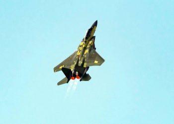 """F-15EX em uma decolagem vertical """"Viking"""" durante seu primeiro vôo em 2 de fevereiro de 2021. Foto Eric Shindelbower/ BOEING"""