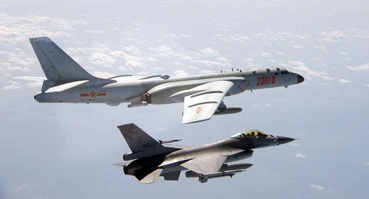 Caça F-16 de Taiwan intercepta bombardeiro chinês H-6K