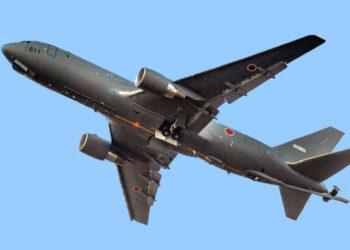 O primeiro Pegasus da Força Aérea de Autodefesa KC-46A do Japão, 14-3611, usando uma fita adesiva com o registro de teste temporário N6018N na cauda, decola de Everett, Washington. Foto marian Lockhart