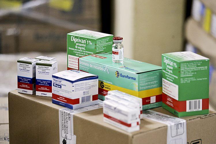 Foto meramente ilustrativa - Kit de medicamentos para intubação - Foto Breno Esaki