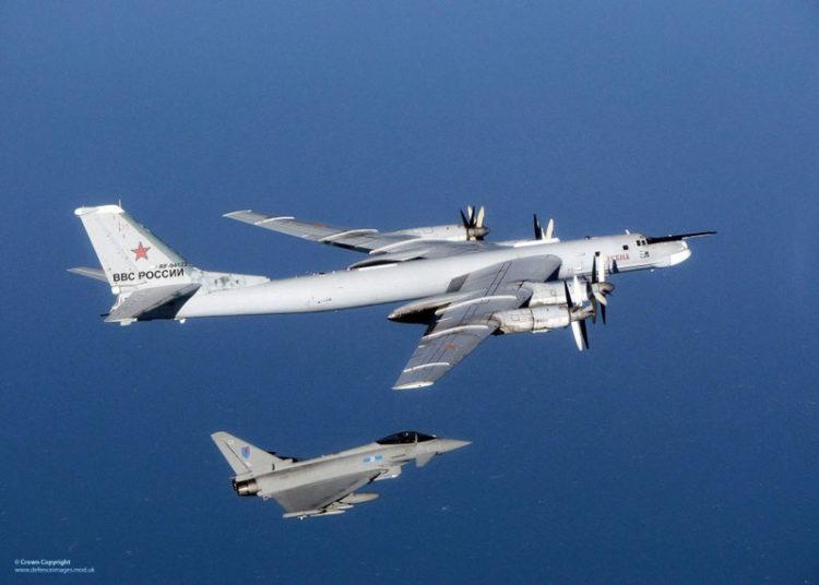 Bombardeiro russo Tu-95 durante interceptação ocorrida em 2014