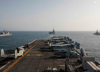Nesta sexta-feira, 19 de março de 2021, o convés do navio de assalto anfíbio USS Makin Island no Mar da Arábia. Foto Ethan Jaymes Morrow