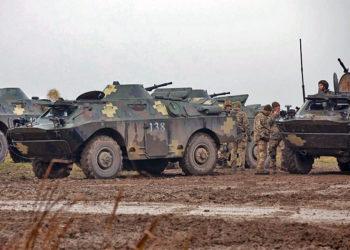 Tropas ucranianas se preparam para realizar exercícios de batalha em nível de companhia no Centro de Treinamento de Combate-Yavoriv, Ucrânia - Foto Gregory Glosser