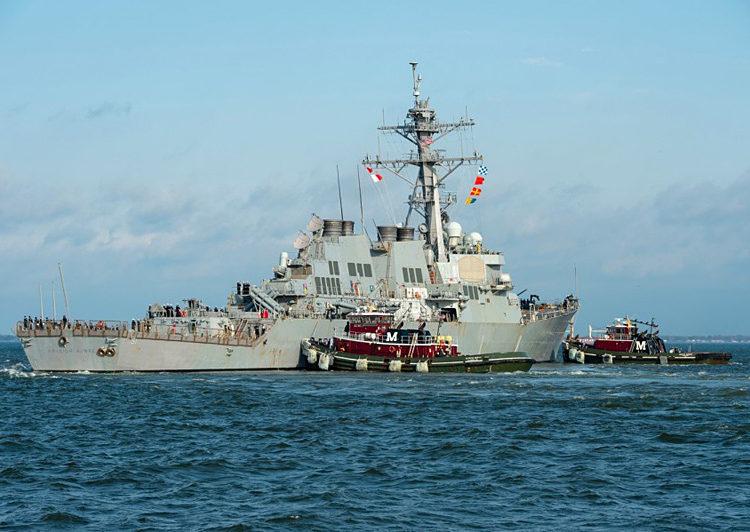 O destróier USS Arleigh Burke parte de Norfolk, Va., a caminho de seu novo porto de origem em Rota, Espanha, em 26 de março de 2021. Foto: Kris Lindstron