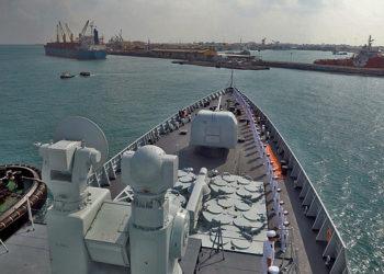 O destróier chinês Haikou chega ao porto de Djibouti para uma visita -