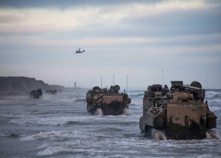 Os fuzileiros navais em Camp Pendleton estão de volta ao oceano com AAVs esta semana. Foto Brendan Mullin -USMC