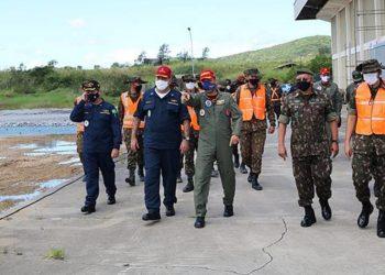 Comandante da Força Aeronaval apresenta o andamento das obras