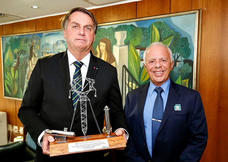 Presidente Bolsonaro com o pres. da NUCLEP, CA Seixas - Foto ALAN SANTOS/PR