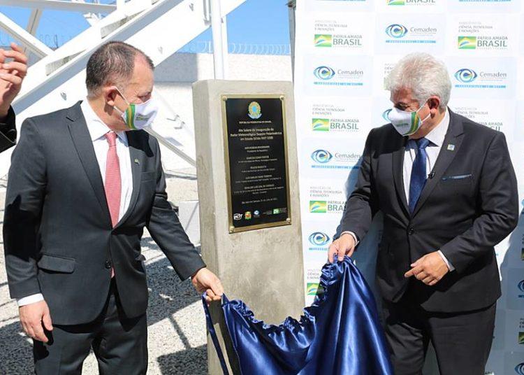 O Ministro do MCTI, Astronauta Marcos Pontes, e o presidente da IACIT, Luiz Teixeira, inauguram o Radar Meteorológico RMT 0200