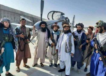 Caça A-29 afegão capturado pelo Taliban. Foto da Internet