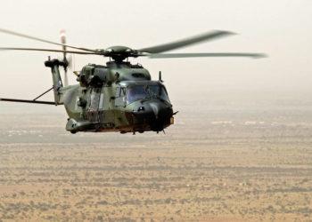 Mehrzweckhubschrauber NH-90 fliegt in der Nähe von Gao im Rahmen der UN-Mission MINUSMA, am 06.02.2017.