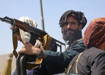 Com a retirada de tropas americanas e internacionais em junho, o Taliban rapidamente tomou o Afeganistão, fazendo milhares de pessoas deixaram suas casas, incluindo o presidente, que fugiu do país
