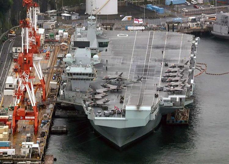 HMS Queen Elizabeth atracado em Yokosuka - Foto: Wataru Sekita