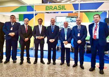 Diretor-geral da AIEA, Rafael Grossi e o Ministro de Minas e Energia, AE (RM1) Bento Albuquerque com as autoridades e presidentes das instituições nacionais imprescindíveis ao  desenvolvimento do Programa Nuclear Brasileiro
